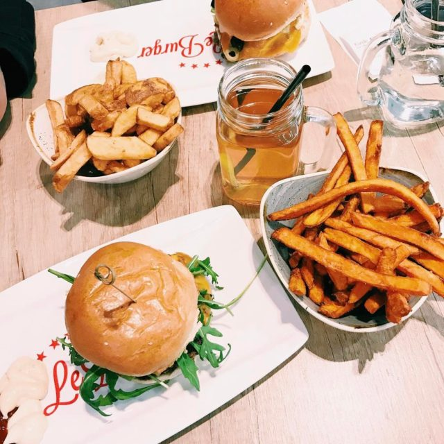 Burger  sweet potato fries